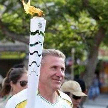 Бубка пронес Олимпийский огонь улицами Рио-де-Жанейро