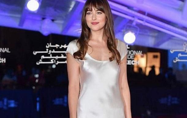 Звезда 50 оттенков надела платье украинского дизайнера